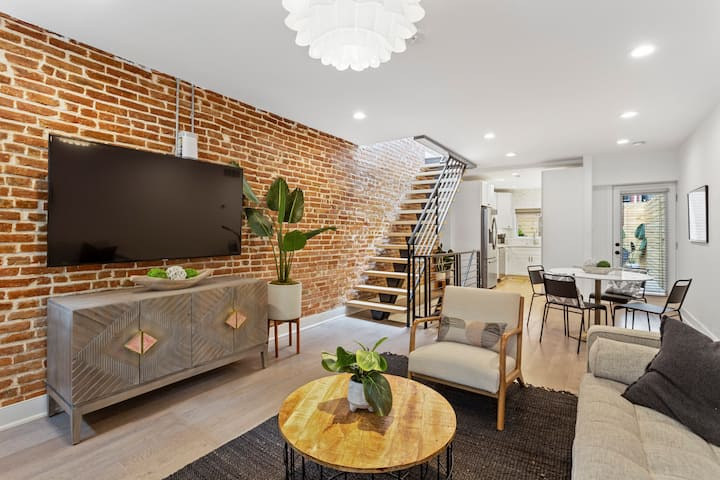 Luxury living in the heart of the City!