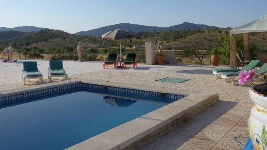 Cavehouse Experience - 3 bed, pool, tennis court