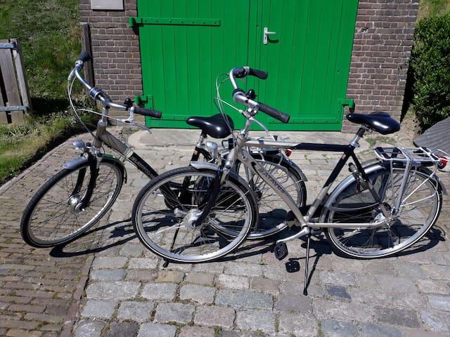 Deze kunt u van ons huren voor €5,- per dag per fiets, vooraf reserveren!