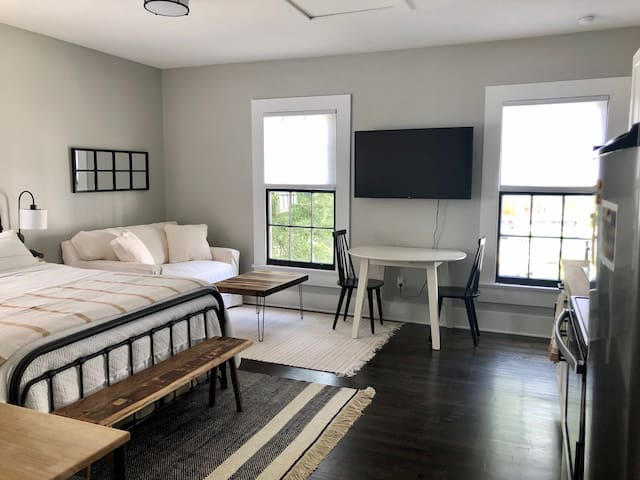 Modern Carriage House with Jax Charm (Riverside)