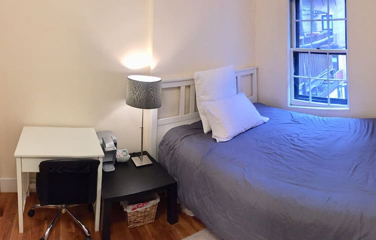 Cozy Room in the Heart of Boston (Room B)
