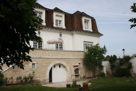 LA PECHERIE, Une halte de charme à 15 m de Beauval - Selles-sur-Cher - Bed & Breakfast