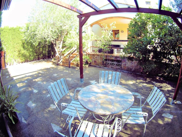 Villa Salvia: Magnificent independent house with TERRACES, BARBECUE, 600M BEACH