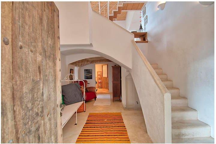 Calma: Casa con encanto y vistas en el Empordà