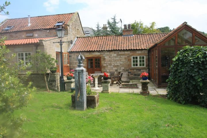The Granary - Detached 3 Bed period property
