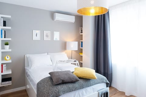 Central Warsaw- Studio for 7, 14 or 21 or 30 days
