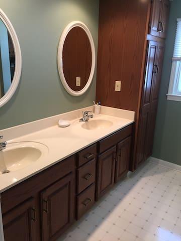3 Bedroom Close to Lake - Huron