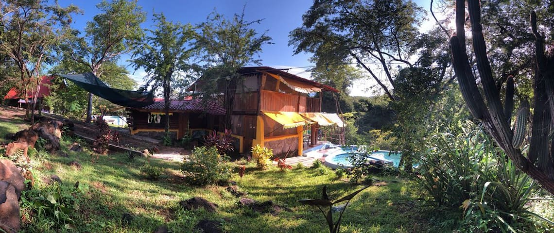 Cabaña La Gaviota  alberca y pila de agua termal