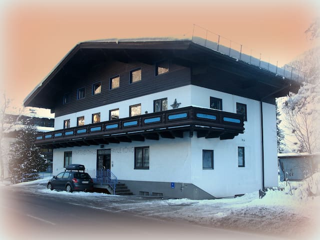 Beautiful, family chalet apartment. - Saalbach-Hinterglemm - Pis