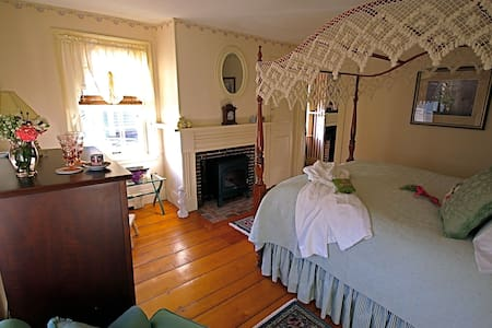 Federal House Inn, Historic B&B, Sally's Room