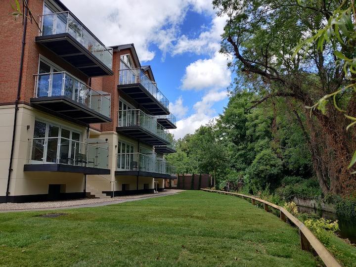 Exclusive Riverside Apartment - No 4
