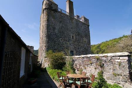 Bright, castle cottage on The Tweed - Peebles