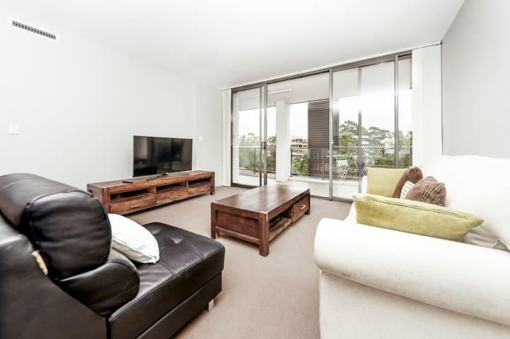 Spacious 3 Bedrooms Apartment near CBD  CHAT605 - Chatswood - Leilighet