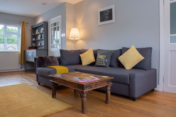 Contemporary home in Bakewell | Parking for 2 cars