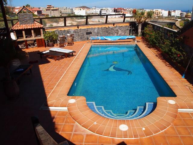 Villa colonial , con piscina y jardín. - Granadilla
