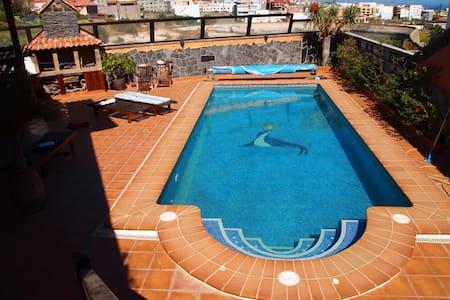 Villa colonial , con piscina y jardín. - Granadilla - Villa