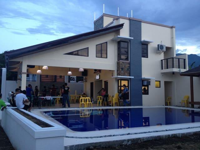 guevarra resort - Calamba - Rumah
