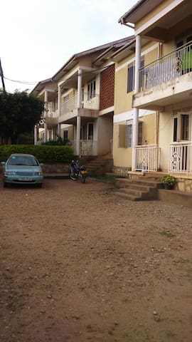 Private room in lively and convenient location - Kampala - Apartament