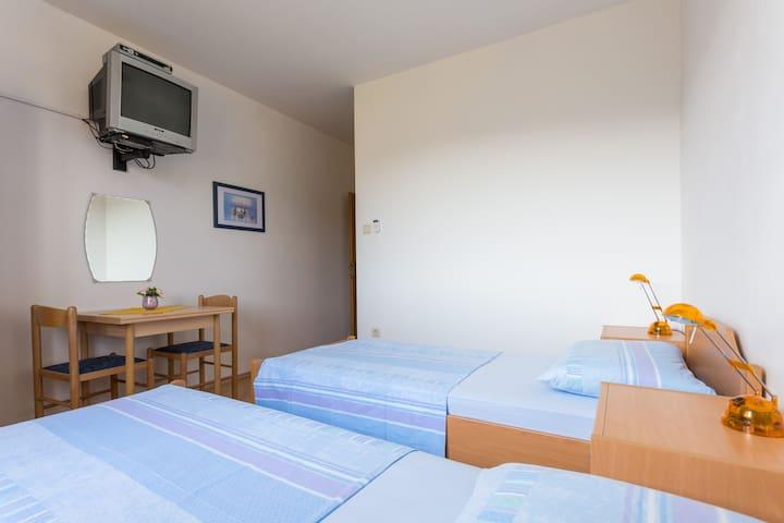 Apartments/Rooms Grbić/   Room no.3 - Kupari - Haus