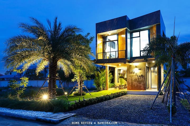 Life is Loft House - Tambon Saen Suk - Huis