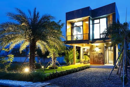 Life is Loft House - Tambon Saen Suk - Haus