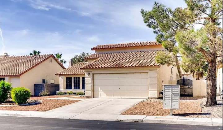 Charming Extended Stay Henderson  (31 day min)