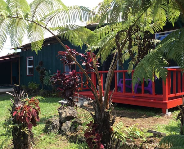 Kona Coffee Farm Home with Ocean & Mtn view