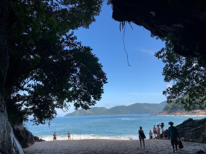 Charmoso apto em Ubatuba - Praias Lázaro e Sununga