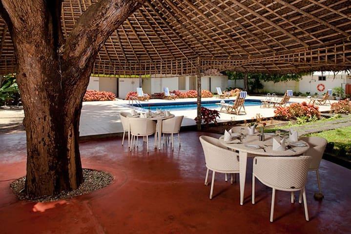 Pool De Cafe & Lounge