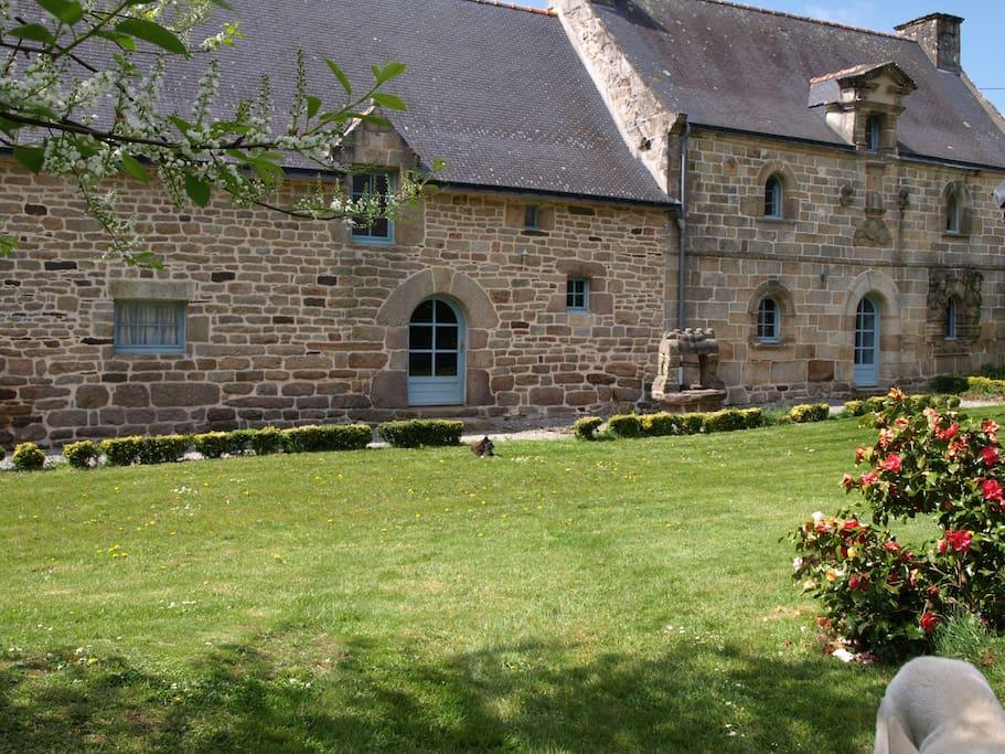 Manoir avec piscine int rieure houses louer le sourn bretagne france - Airbnb piscine interieure ...