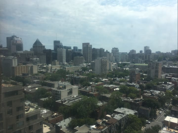Montreal Apartment in the Sky with Amazing Views!