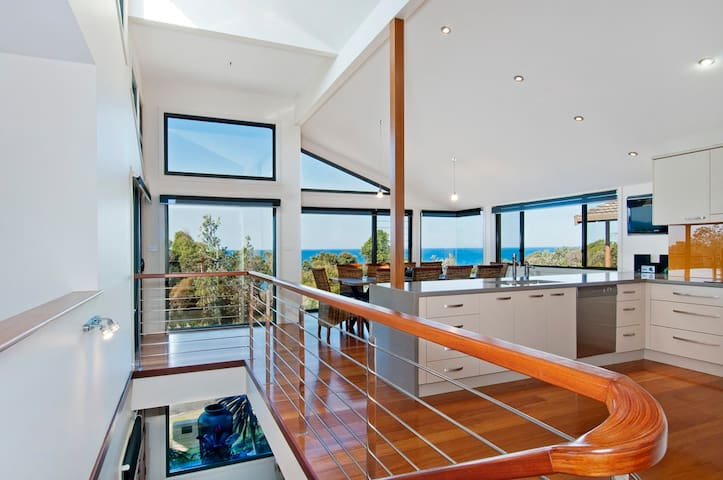 WAVES - Simply stunning beach house! - Bonny Hills