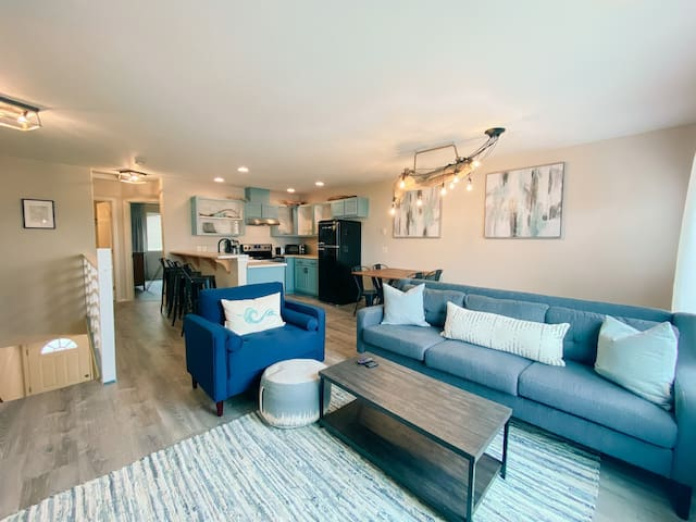 Remodeled townhouse close to everything!