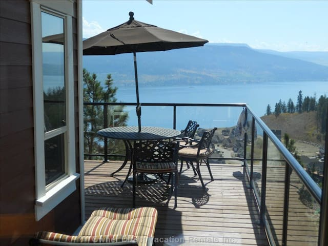Okanagan Lake view Cottage