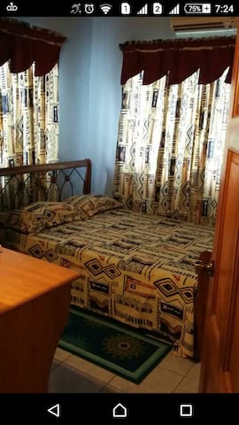 Clean A/C Rooms 10 KM from City - San Juan - Stadswoning