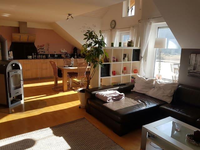 Idyllische Maisonetten-Dach-Wohnung - Lauchringen - Appartement