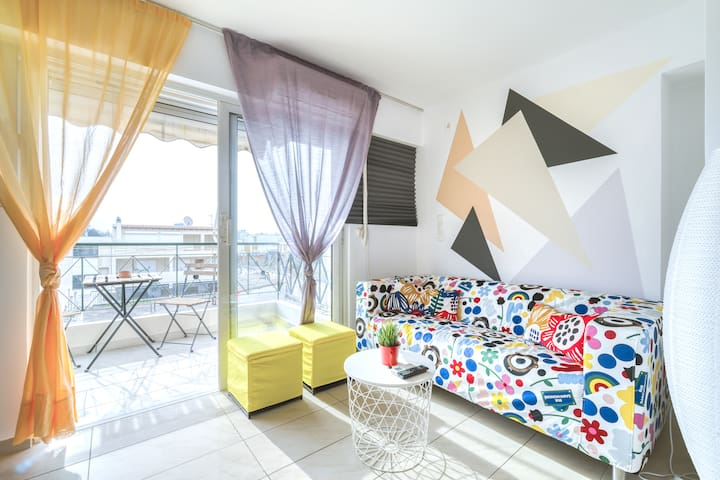 Sunny colorful  apt near Acropolis with nice view