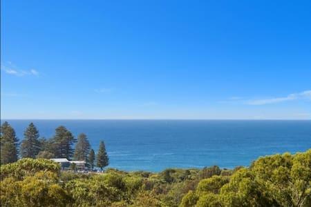 Ocean views and 4 minutes to the beach! - Avalon Beach - Talo
