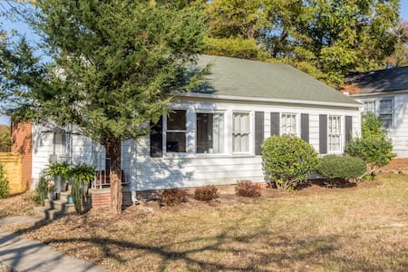 Newly renovated bungalow steps from downtown - Durham