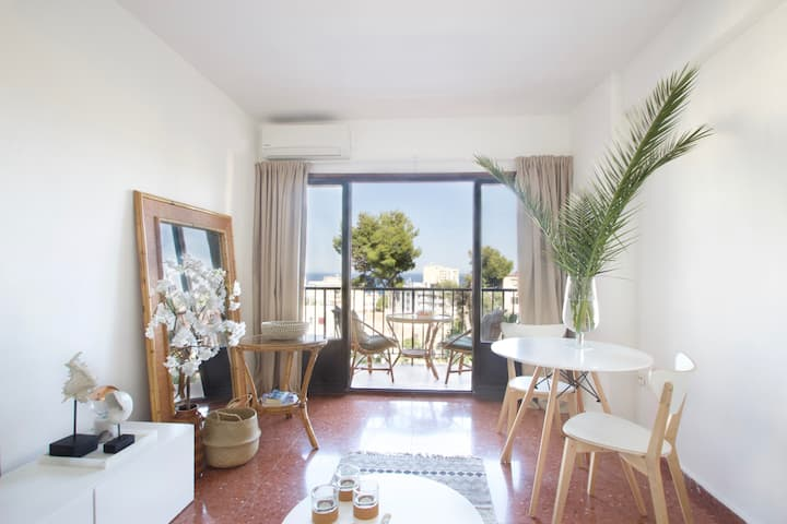 Charming sea view apartment nearby everything