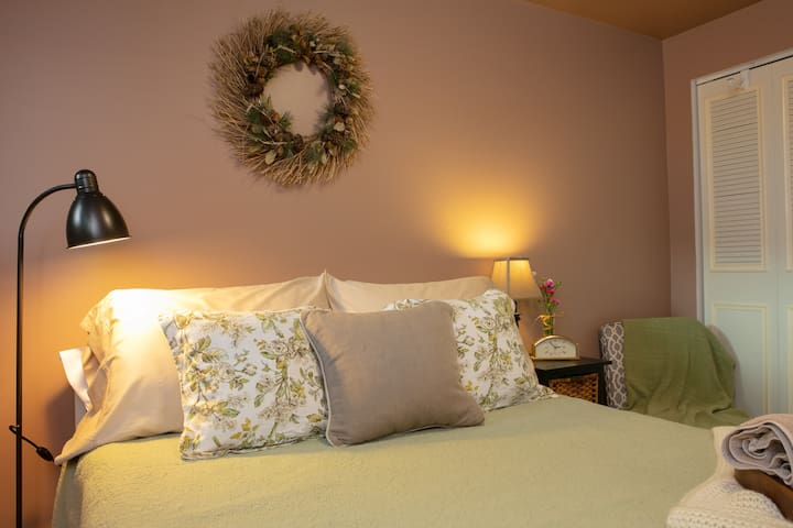 We have chosen comfortable bed linens and pillows that are easy to keep fresh and clean. If you're looking for extra coziness there are additional blankets and heaters in each room.