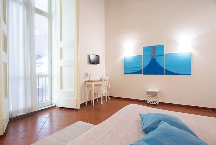 "Stylish flat in the Centre of the city: ""Decumani"""