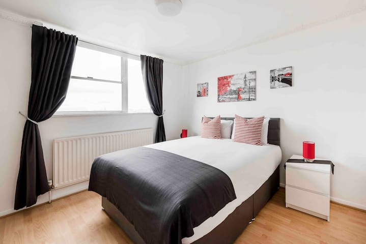 DOUBLE ROOM WITH PRIVATE BATHROOM BY HYDE PARK