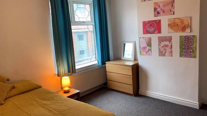 Double Room in Quiet Terrace