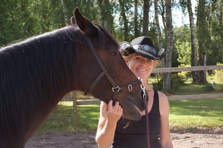 Hus till häst och manniska nära naturen
