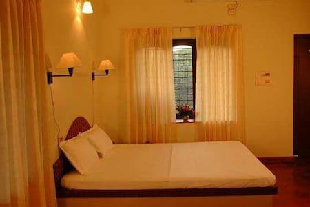 Mist Cladded Mountains N Cozy Rooms - Thekkady - 别墅