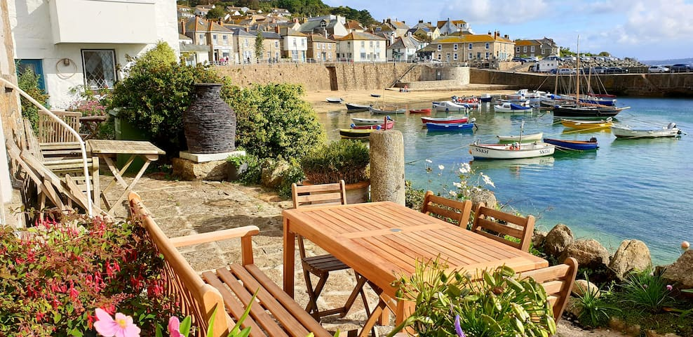 Mousehole cottage - 3 bedrooms- private terrace