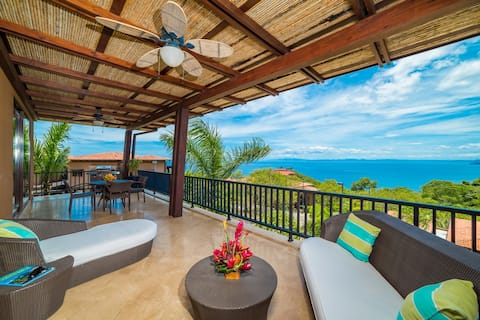AP9A Luxury, Ocean View Condo with Pool!
