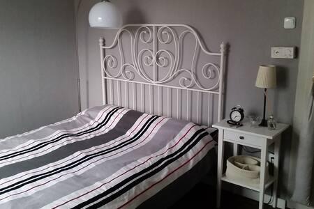 Zimmer in charmantem Häuschen - Leingarten