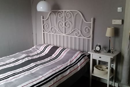 Zimmer in charmantem Häuschen - Leingarten - Casa